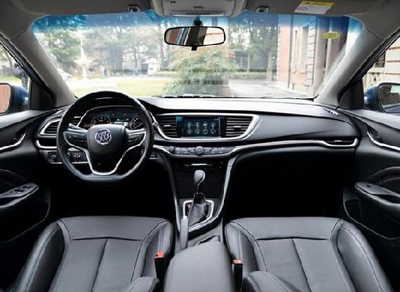 """外观配置方面,新车将标配LED日间行车灯、外后视镜加热等。此外,除了最低配的两款""""进取型""""之外,其余车型还配备了电动天窗。   全新英朗1.5L高配以及1.4T全部车型还配备了氙气大灯,同时1.4T顶配车型配备了LED尾灯、运动外观套件等。   内饰方面,全新英朗标配多功能方向盘,除了最低配的两款""""进取型""""之外的其余车型都支持后排座椅4/6放倒。根据车型配置的不同,新车座椅还提供灰色、米色麂皮绒面、黑色真皮以及红黑双色麂皮绒面可选。然而,全新英朗的中控台"""