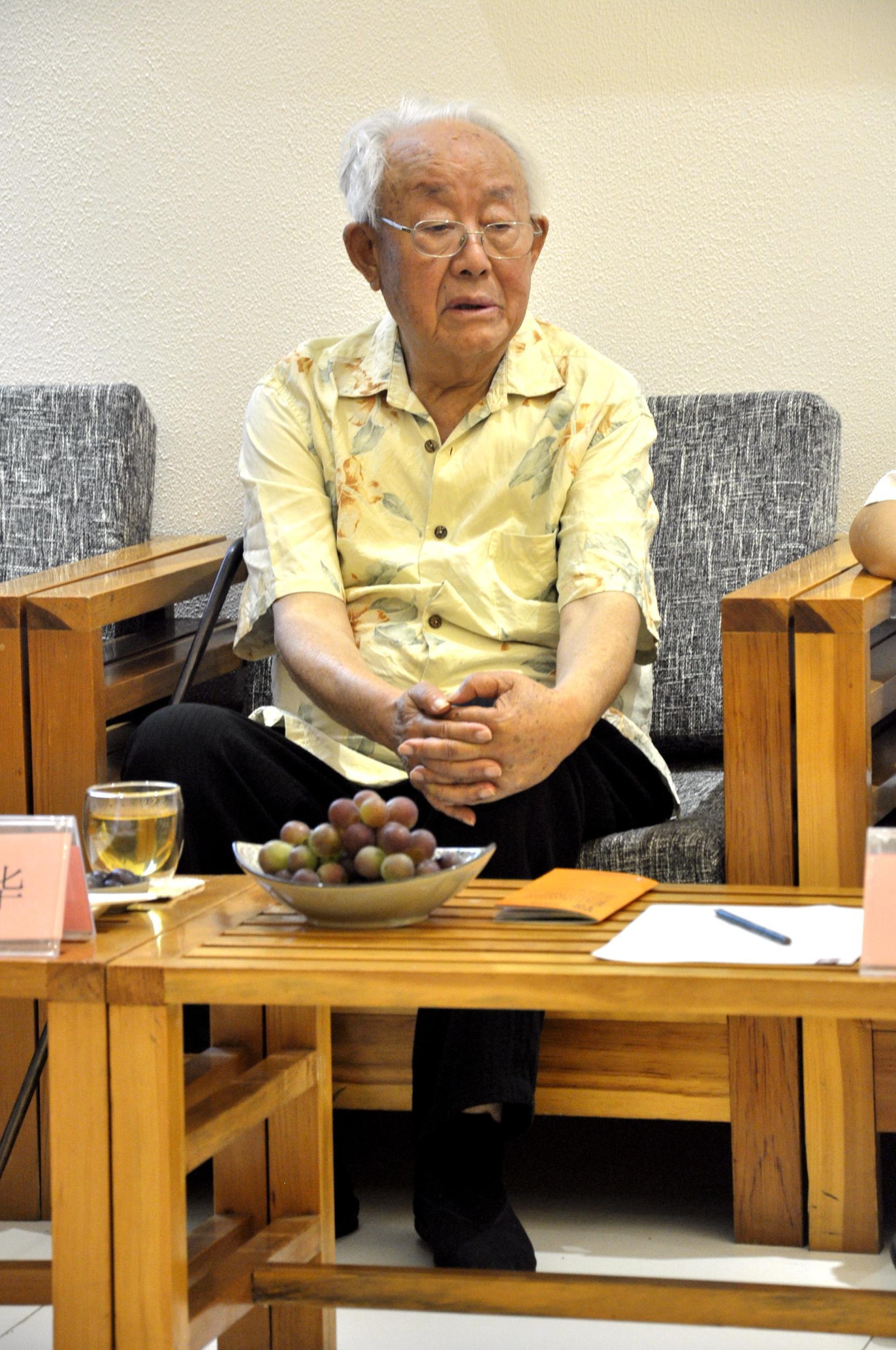 1929年生于山东省荣成市石岛镇