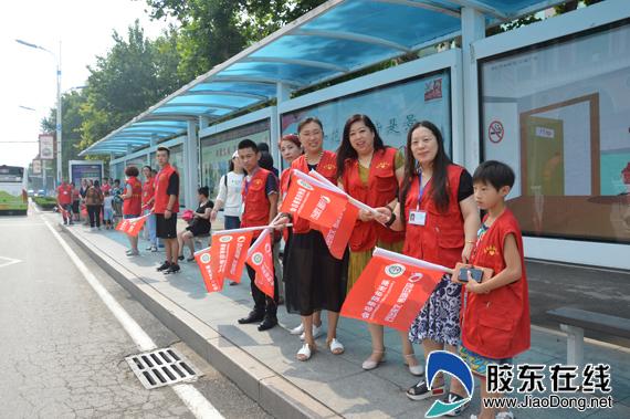 据天骢慈善义工站的负责人张鹤羽介绍,此次活动主要是协助交通部门