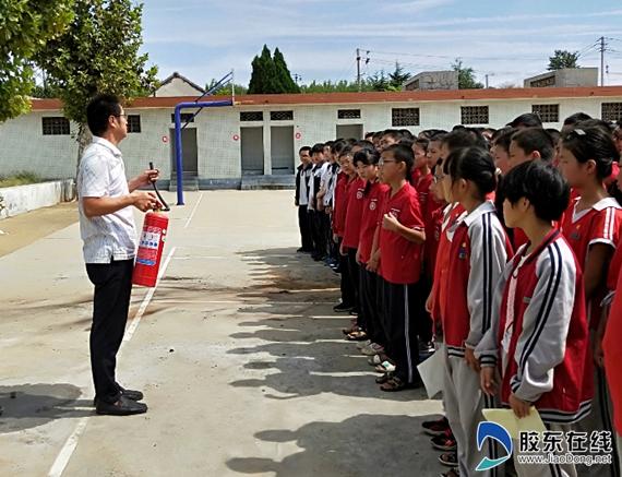 招远市郭家埠学校开展消防疏散演练活动